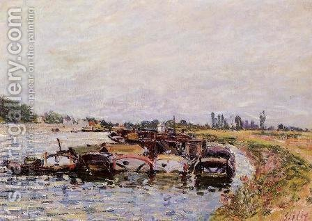 Barge Garage at Saint-Mammes by Alfred Sisley - Reproduction Oil Painting